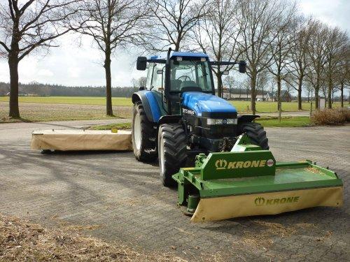 Foto van een Krone AM 283S, bezig met gras maaien.. Geplaatst door db880 op 08-03-2012 om 21:37:40, met 4 reacties.