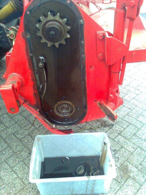 Foto van een Krone frees, bezig met stuk zijn.. Geplaatst door flapgait op 16-09-2012 om 13:08:03, met 14 reacties.