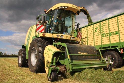 Lohnunternehmen Kappelhoff met hun Krone Big X 1100 in actie tijdens het gras hakselen in Lünten (D).  Binnenkort meer op : http://www.jtnfotografie.nl