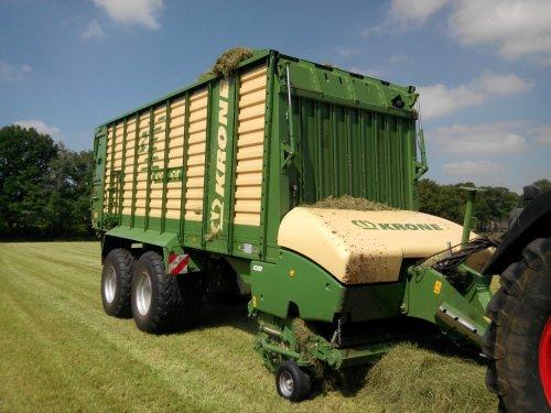Foto van een Krone ZX 450 GD, bezig met gras inkuilen.. Geplaatst door lintelll op 21-05-2014 om 09:18:35, op TractorFan.nl - de nummer 1 tractor foto website.
