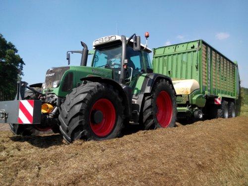 Foto van een Krone ZX 450 GD, bezig met gras inkuilen.. Geplaatst door lintelll op 21-05-2014 om 09:20:37, op TractorFan.nl - de nummer 1 tractor foto website.