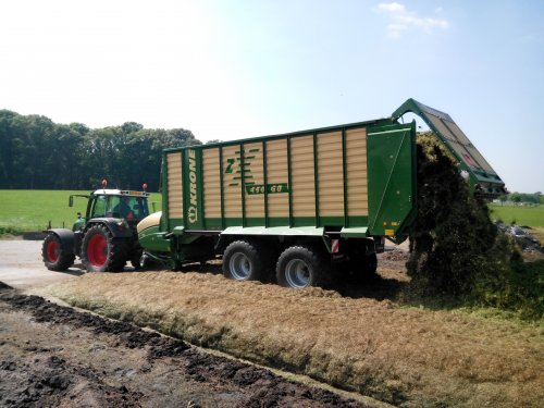 Foto van een Krone ZX 450 GD, bezig met gras inkuilen.. Geplaatst door lintelll op 21-05-2014 om 09:21:58, op TractorFan.nl - de nummer 1 tractor foto website.