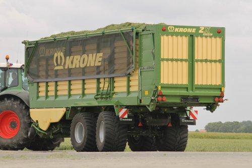 Foto van een Krone Prototype, bezig met gras inkuilen.  Meer op: http://www.landbouwpowers.nl. Geplaatst door ronaldclaas op 18-06-2014 om 16:52:32, met 2 reacties.