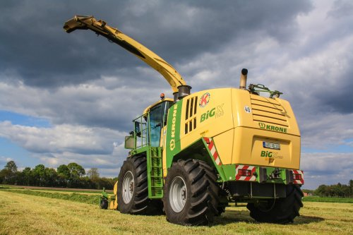 Lohnunternehmen Kappelhoff met hun Krone Big X 1100. Aan het wachten op een nieuwe wagen.  nu meer op: http://www.jtnfotografie.nl
