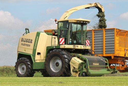 Foto van een Krone Big X, bezig met gras hakselen.  Meer op: http://www.landbouwpowers.nl. Geplaatst door ronaldclaas op 02-09-2014 om 08:40:18, met 4 reacties.