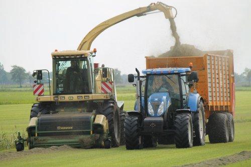 Foto van een Krone Big X, bezig met gras hakselen.  Meer op: http://www.landbouwpowers.nl. Geplaatst door ronaldclaas op 02-09-2014 om 08:41:00, met 3 reacties.