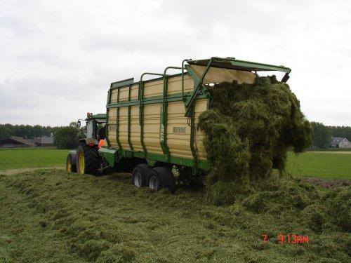 Foto van een Krone Titan, bezig met gras inkuilen een jaar of 8 geleden.. Geplaatst door mdoornekamp op 25-12-2014 om 23:23:38, op TractorFan.nl - de nummer 1 tractor foto website.