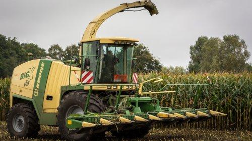 Loonbedrijf VRG. Geplaatst door Bengo op 12-11-2015 om 14:27:56, op TractorFan.nl - de nummer 1 tractor foto website.