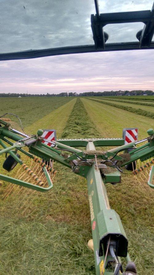 Foto van een Krone hark. Geplaatst door DaanDeutz op 23-05-2016 om 13:33:14, op TractorFan.nl - de nummer 1 tractor foto website.