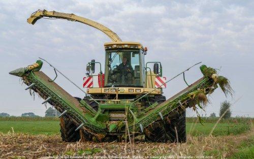 De Krone Big X V8 van Loonbedrijf de Wit Beemster maïs aan het Hakselen in Warder. Geplaatst door Simco vd Deure op 22-09-2016 om 20:47:17, met 5 reacties.