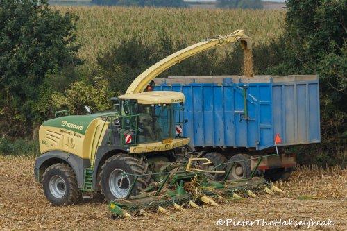 10 rijige bek .... Geplaatst door Hakselfreaky op 20-10-2016 om 15:39:26, op TractorFan.nl - de nummer 1 tractor foto website.