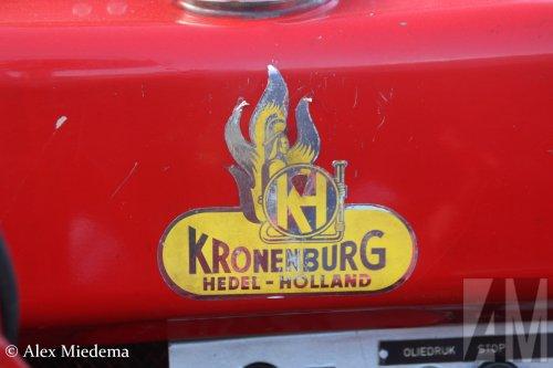 Foto van een Kronenburg aanhangwagen, opgebouwd als brandweer.. Geplaatst door Alex Miedema op 28-11-2016 om 12:10:04, op TractorFan.nl - de nummer 1 tractor foto website.