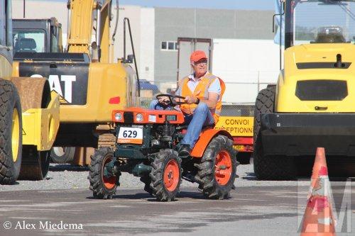 Foto van een Kubota onbekend/overig  https://www.youtube.com/watch?v=pLqjXZjRWiI. Geplaatst door Alex Miedema op 02-05-2020 om 12:26:39, op TractorFan.nl - de nummer 1 tractor foto website.