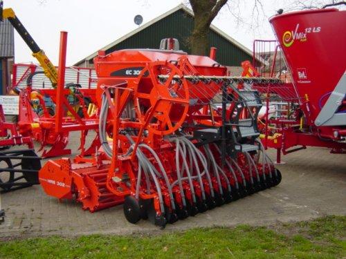 Foto opendag Landbouwmechanisatie bedrijf Zwienenberg Markelo!. Geplaatst door Agri Twente op 12-04-2008 om 08:45:11, op TractorFan.nl - de nummer 1 tractor foto website.