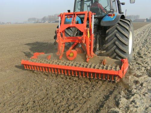 De khun HRB 302 van akkerbouwbedrijf Leenhouds .. Geplaatst door superluc op 29-03-2012 om 17:33:33, op TractorFan.nl - de nummer 1 tractor foto website.