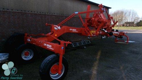 Foto van een Kuhn GA 6520 MasterDrive.  Foto gemaakt bij P. Kriesels Landbouwtechniek.. Geplaatst door perry-fendt op 29-12-2012 om 19:28:42, met 4 reacties.
