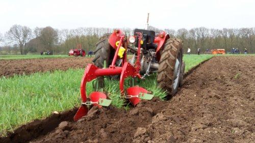Foto van een Kverneland ploeg. Geplaatst door Wilco vd Kuilen op 15-04-2018 om 23:05:14, op TractorFan.nl - de nummer 1 tractor foto website.