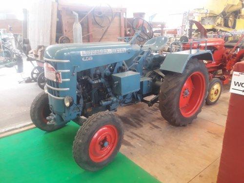 Foto van een Labourier LDE.gisteren in Belsele. De iets minder courante tractor. Geplaatst door stijn-de-bock op 08-07-2019 om 07:43:59, met 9 reacties.