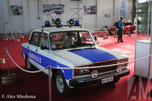 Foto van een Lada 2105, Norbert Meleg zijn politiewagen (Rendõrség). Geplaatst door Alex Miedema op 20-12-2015 om 21:24:15, op TractorFan.nl - de nummer 1 tractor foto website.