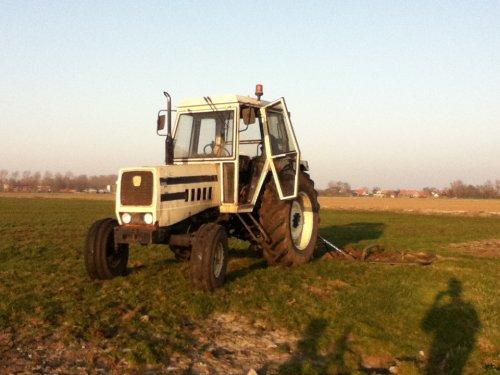 Foto van een Lamborghini R 854, bezig met weideslepen.. Geplaatst door johndeere1120man op 23-03-2012 om 19:47:03, op TractorFan.nl - de nummer 1 tractor foto website.