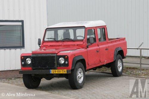 Foto van een Land Rover Defender, opgebouwd als open laadbak.. Geplaatst door Alex Miedema op 16-07-2015 om 17:52:48, op TractorFan.nl - de nummer 1 tractor foto website.