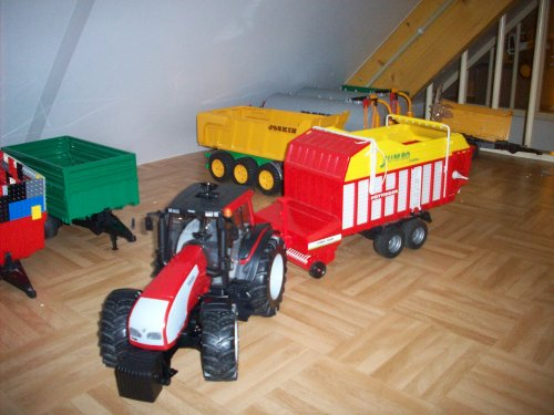 Landbouw miniaturen 1:16 valtra Wallpaper