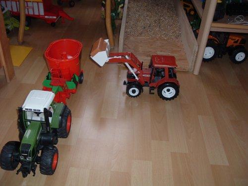 Landbouw miniaturen 1:16 Fiat Tapeta
