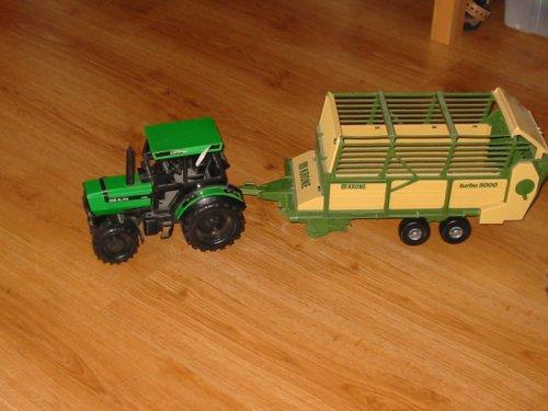Landbouw miniaturen 1:16 Deutz-Fahr Tapeta