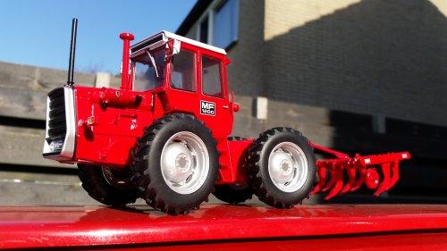 Foto van een Landbouw miniaturen 1:32 Massey-Ferguson 1200.. Geplaatst door Kimi4ever op 15-10-2017 om 17:12:08, op TractorFan.nl - de nummer 1 tractor foto website.