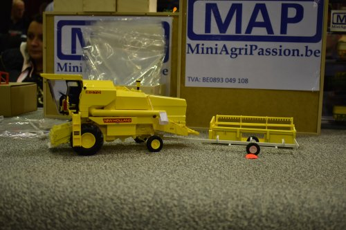 Foto van een Landbouw miniaturen 1:32 New Holland. Geplaatst door jordi 1455 op 13-12-2019 om 18:27:20, op TractorFan.nl - de nummer 1 tractor foto website.