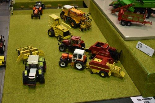 Foto van een Landbouw miniaturen 1:32 Meerdere. Geplaatst door jordi 1455 op 15-12-2019 om 20:33:00, op TractorFan.nl - de nummer 1 tractor foto website.
