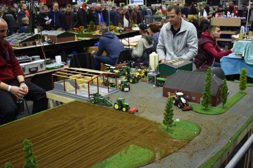 Foto van een Landbouw miniaturen 1:32 diorama. Geplaatst door jordi 1455 op 15-12-2019 om 20:33:02, op TractorFan.nl - de nummer 1 tractor foto website.