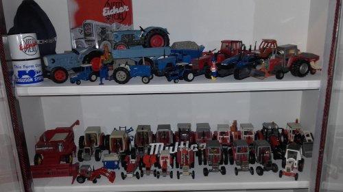 Foto van een Landbouw miniaturen 1:32 Meerdere  Eicher. En Massey Ferguson. Geplaatst door manus op 28-01-2020 om 20:52:10, met 3 reacties.