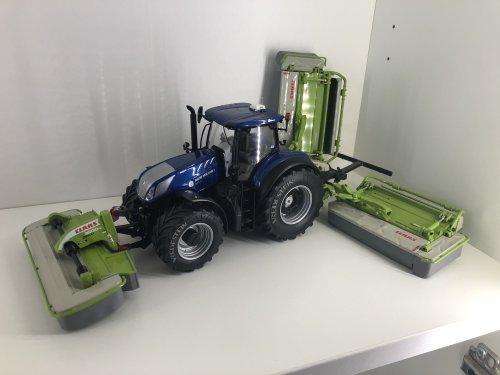 Foto van een Landbouw miniaturen 1:32 Claas, En een setje trippel maaiers. Geplaatst door catfan55 op 09-02-2020 om 23:58:34, met 3 reacties.