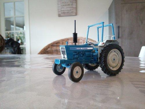 Foto van een Landbouw miniaturen 1:32 Ford 4600 compleet opnieuw opgebouwd.. Geplaatst door mklok op 15-03-2020 om 09:16:46, met 4 reacties.