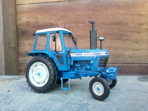 Foto van een Landbouw miniaturen 1:32 Ford 7700. Geplaatst door mklok op 14-05-2020 om 10:32:54, met 6 reacties.