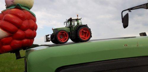 Foto van een Landbouw miniaturen 1:32 Fendt. 2x een Fendt 926 vario in tractorpulling versie gebouwd.