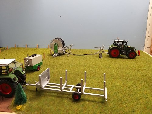 Foto van een Landbouw miniaturen 1:32 Zelfbouw pompset gebouwd voor bij de haspel.. Geplaatst door renault gek op 21-06-2020 om 18:20:05, met 2 reacties.
