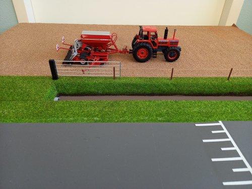 Foto van een Landbouw miniaturen 1:32 Same Hercules 160 met een Horsch zaaimachine. Geplaatst door john deere 8360r op 23-01-2021 om 11:52:16, op TractorFan.nl - de nummer 1 tractor foto website.