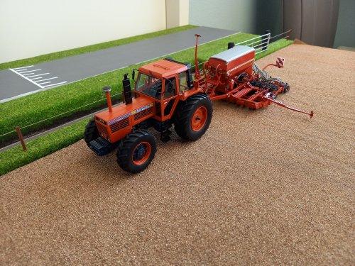 Foto van een Landbouw miniaturen 1:32 Same Hercules 160 met een Horsch zaaimachine. Geplaatst door john deere 8360r op 23-01-2021 om 11:52:19, met 5 reacties.
