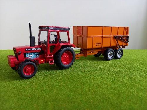 Landbouw miniaturen 1:32 Volvo BM van john deere 8360r
