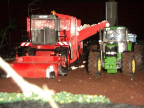 Foto van een Landbouw miniaturen 1:32 Holmer bietenrooier. Geplaatst door dresje80 op 13-11-2011 om 20:46:45, op TractorFan.nl - de nummer 1 tractor foto website.