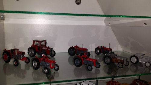 Landbouw miniaturen 1:43 Massey Ferguson van Roelll