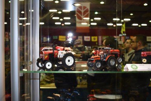 Foto van een Landbouw miniaturen schaal onbekend Meerdere. Geplaatst door jordi 1455 op 05-12-2019 om 23:08:12, op TractorFan.nl - de nummer 1 tractor foto website.