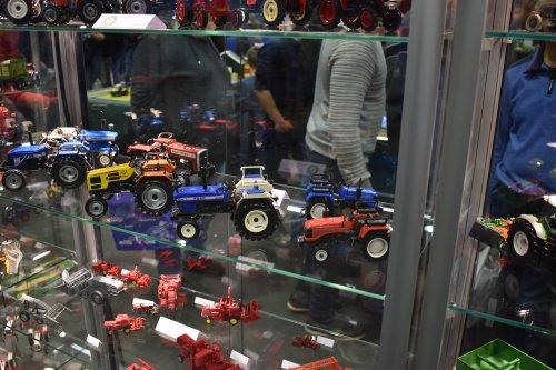 Foto van een Landbouw miniaturen schaal onbekend Meerdere. Geplaatst door jordi 1455 op 14-12-2019 om 17:38:52, op TractorFan.nl - de nummer 1 tractor foto website.