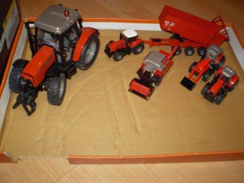 Landbouw miniaturen 1:64 massey ferguson van trekkertje1