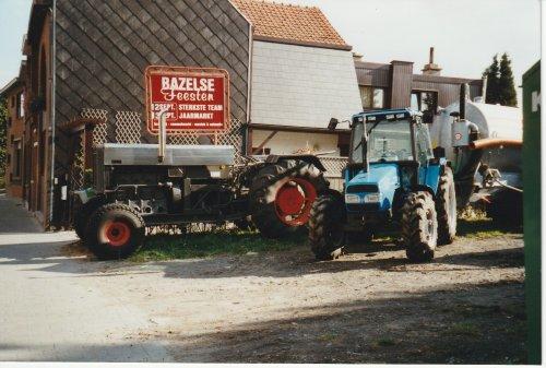 Foto van een Landini 7880.het apparte ding ernaast is bij mijn weten een fendt achterbrug met een stationaire  MWM viercilinder ervoor.deze reed of rijdt mee in de jaarlijkse stoet in Bazel Kruibeke.en is gebouwd door en eigendom van de plaatselijke fendt en vroeger ook landini dealer.
