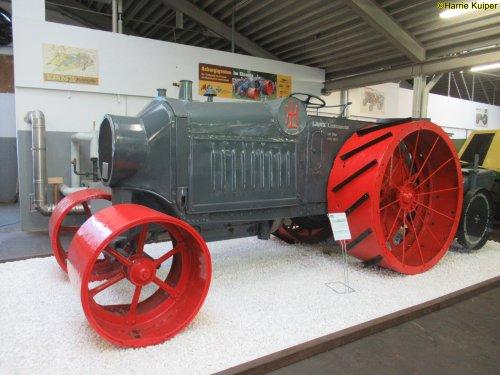 Foto van een Lanz Landbau-motor, staat in het krone museum.. Geplaatst door oldtimergek op 11-06-2019 om 12:05:07, met 2 reacties.
