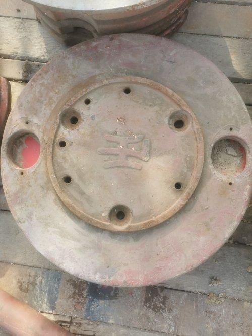 Foto van een Lanz Bulldog. Origineel setje wielgewichten van een Lanz Bulldog op de kop getikt. Geplaatst door Fendttrisixfan op 21-02-2021 om 11:29:58, met 2 reacties.