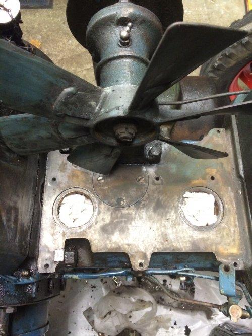 Foto 2/2 van een Lanz Bulldog D 2016, Lek gevonden, nieuwe o ringen besteld dan weer in elkaar.. Geplaatst door TurnMeLoose op 23-12-2015 om 16:53:51, op TractorFan.nl - de nummer 1 tractor foto website.